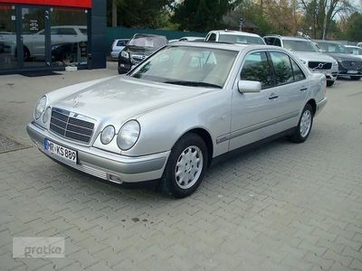 używany Mercedes 240 Klasa E W210Bez rdzy