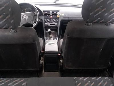 używany Mercedes 200