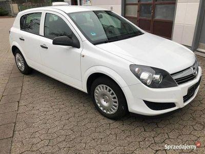używany Opel Astra 1.4 niski przebieg stan bardzo dobry