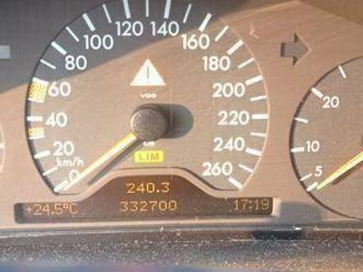 używany Mercedes E290 stan dobry całość lub na części
