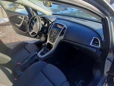 używany Opel Astra 2010 1.6 benzyna 115 KM bogato wyposażona