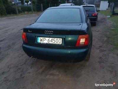 używany Audi A4 b5 95rok 1.6+gaz-uszkodzone