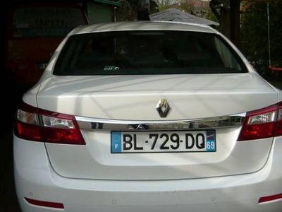 używany Renault Latitude biała perła 2011 r.2,0 dci