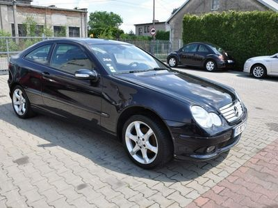 używany Mercedes C220 2.2dm 136KM 2007r. 110 000km