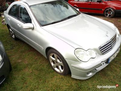 używany Mercedes C180 C klasaAvangarde sedan