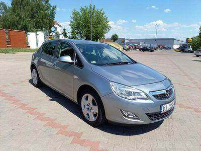 używany Opel Astra 1.4 niski przebieg 2011r