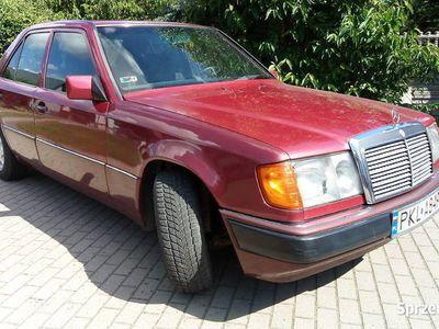 używany Mercedes 200 D Ładnie utrzymany, w pełni sprawny.