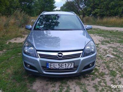 używany Opel Astra bardzo dobry stan, COSMO, Navi, Bluetooth