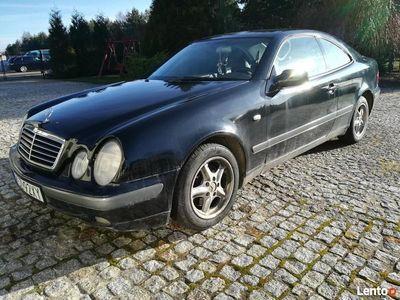 używany Mercedes CLK200 Coupe Ważne opłaty.