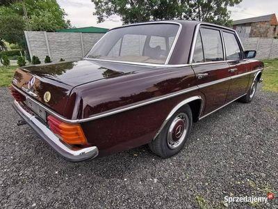używany Mercedes W114 W115 NIEBenzyna 230.4 Manualny 1975 rok