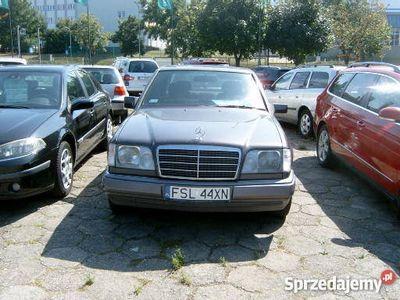 używany Mercedes E200
