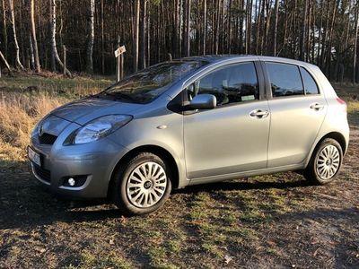 używany Toyota Yaris Salon Polska, przebieg 105 tyś., 1,3 benzyna, Ostrów Wielkopolski