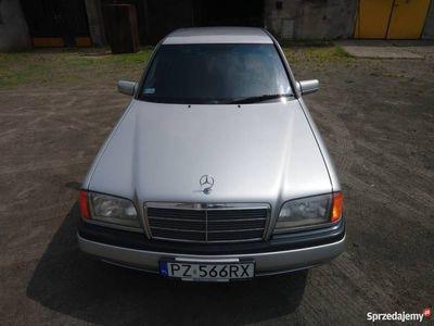 używany Mercedes C180 dobry stan