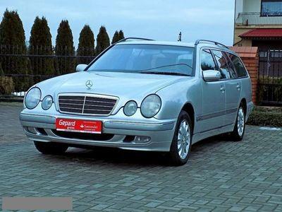 używany Mercedes E320 3.2dm 224KM 2001r. 205 000km