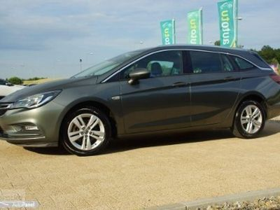 używany Opel Astra COSMO kamera alusy PARKTRONIKI chromy nawi 7 osobowa ZAMIANA