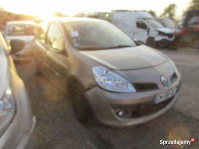 używany Renault Clio III EM680