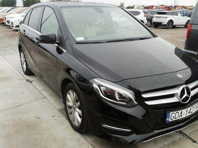 używany Mercedes B180 1.5dm 109KM 2018r. 94 823km