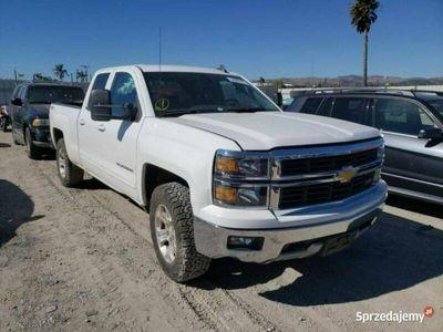 używany Chevrolet Silverado 2015, 5.3L, 4x4. porysowany lakier III (2013-)