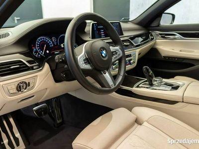 używany BMW 750 seria 7 3dm3 400KM 2018r. 13 500km d xDrive | Head-Up | Masaże | Surround View | Harman&Kardon |