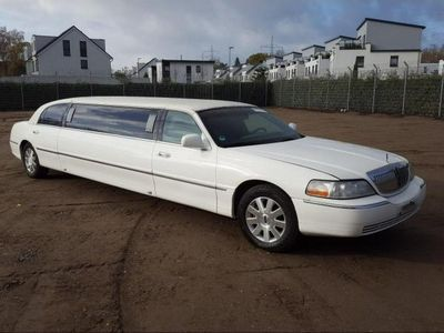 używany Lincoln Town Car 4.6dm 213KM 2004r. 198 909km