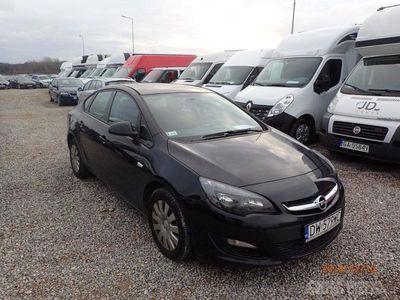 używany Opel Astra sedan (limuzyna)