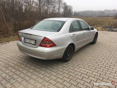 używany Mercedes 220 CDI 6 bieg historia serwisowa, pewny przebieg