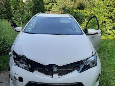 używany Toyota Auris 1.8, rocznik 2015, hybryda, automat