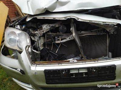 używany Toyota Avensis uszkodzona