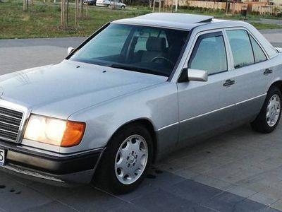 używany Mercedes E250 W124 d bardzo zadbany, oryginalny lakier