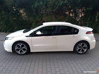 używany Opel Ampera hybryda typu Plug-In.