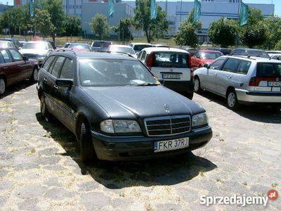 używany Mercedes C250 czarny automatyczna skrzynia biegów diesel