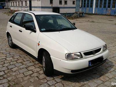 używany Seat Ibiza 1.4 1997r. 2 komplety opon, ALU