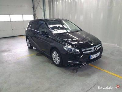 używany Mercedes B180 1.5dm 109KM 2017r. 106 909km