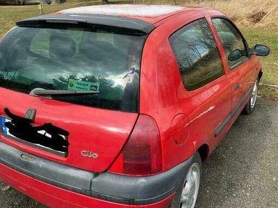 używany Renault Clio II uszkodzony