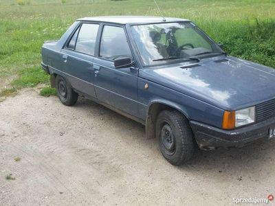 używany Renault R9
