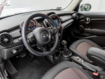 używany Mini Cooper Cooper 1.5dm3 136KM 2017r. 8 200km Hatch 5dr| klimatyzacja | Reflektory LED |
