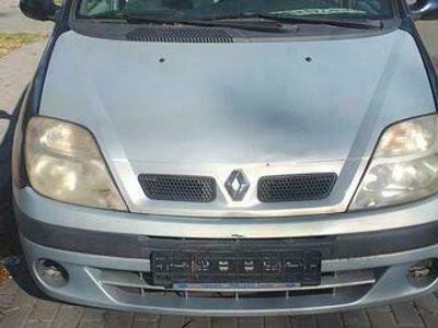 używany Renault Scénic 1.8 benzyna