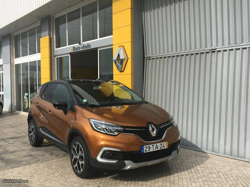 sold renault captur 1 5 dci exclus carros usados para venda. Black Bedroom Furniture Sets. Home Design Ideas