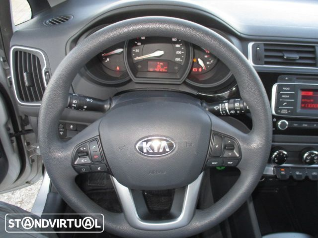 sold kia rio 1 1 crdi lx isg carros usados para venda. Black Bedroom Furniture Sets. Home Design Ideas