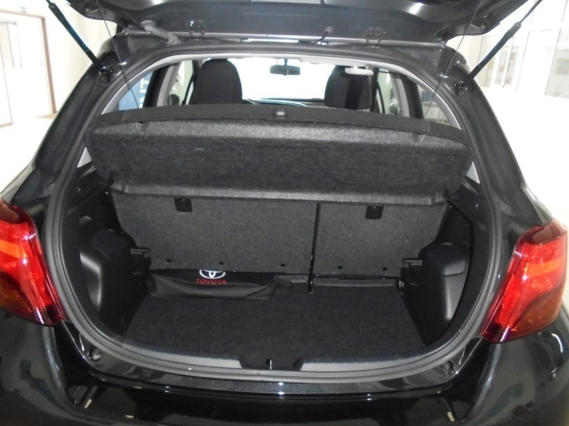 toyota yaris 1 4 d4d comfort carros usados para venda. Black Bedroom Furniture Sets. Home Design Ideas