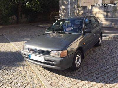 usado Toyota Starlet 4 portas -