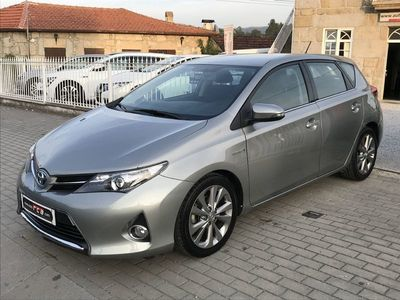 used Toyota Auris 1.8 HSD