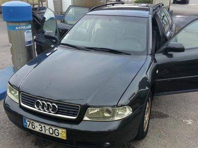 gebraucht Audi A4 bom consumo extras e motor impecável