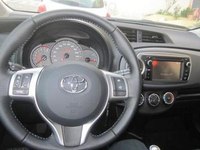 usado Toyota Yaris 1.0 VVT-i Comfort+Pack Style