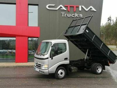 usado Toyota Dyna 150 tribasculante 3500kgs