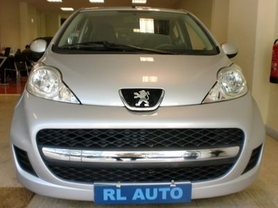 usado Peugeot 107 BLACK and SILVER EDITION