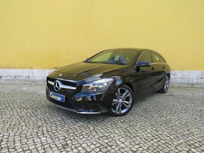 usado Mercedes CLA180 Shooting Brake Classe d Urban (109cv) (5p)