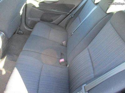 usado Toyota Auris 1400 -