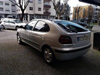 usado Renault Mégane 1.9DCI A/C 2Lug 230 - 00