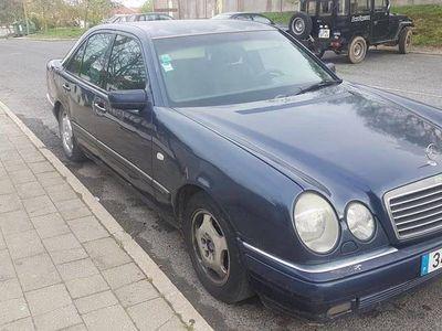 gebraucht Mercedes E220 Avantgard